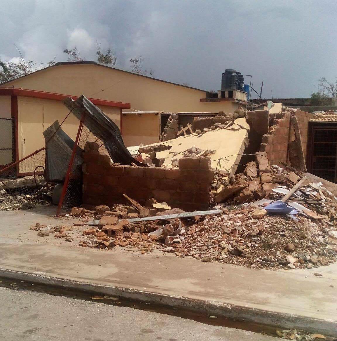 Verwoeste huis en groente kiosk van Asnaldo